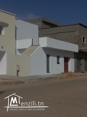 a vendre a regueb sidi biuzid 2 villas au coin tel  94331023