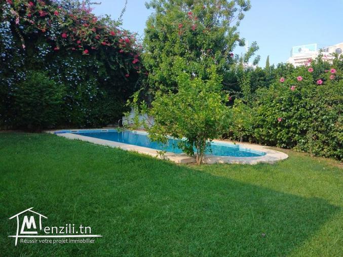 Villa avec piscine de 340m² sur un terrain 500m² à Hammamet Nord