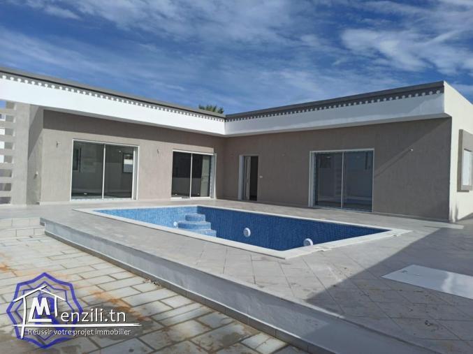 Villa moderne avec piscine à vendre en zone urbaine