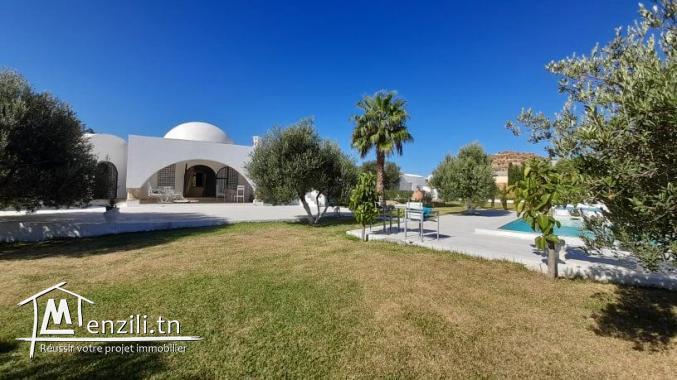 Villa à louer avec piscine sur un terrain de 6000 m² à Monchar