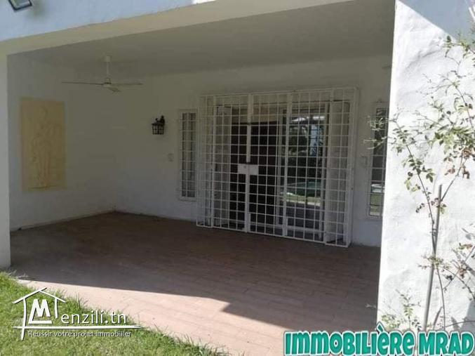 AV une belle villa s+3 avec piscine située à Jinen Hammamet.
