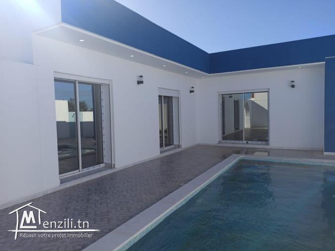 Coquette villa lumineuse plain pieds haute standing avec piscine en zone urbaine à vendre