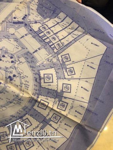 Un terrain constructible d'une villa pied dans l'eau est en vente à Gammarth