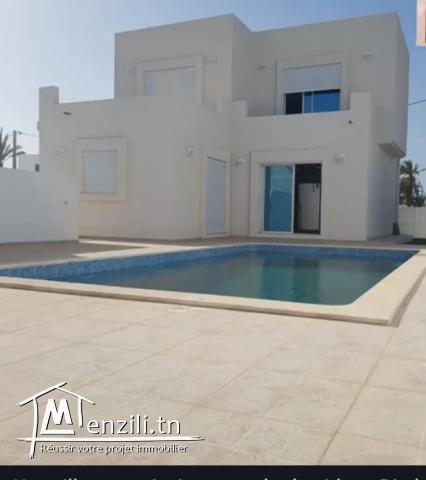 Villa de luxe avec piscine à vendre à Djerba Midoun proche du centre-ville