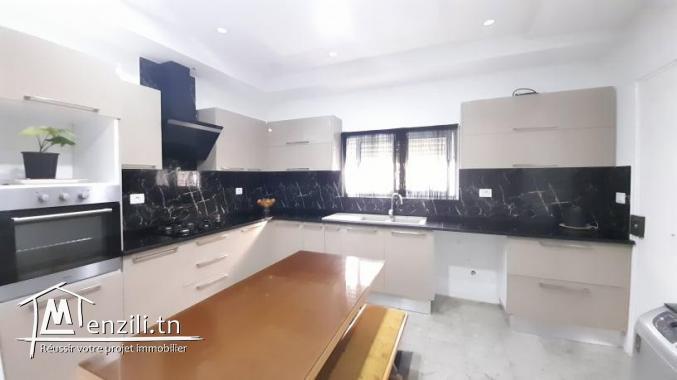 Villa à vendre en S+3 avec jardin de 180 m² sur un terrain de 350 m² à Hammamet Centre