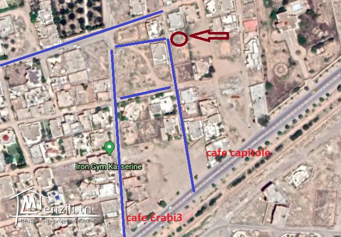 Terrain de construction avec titre bleu individuel