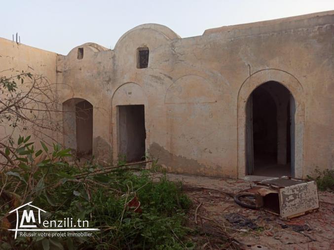 Houch Djerbien à rénover en zone urbaine midoun