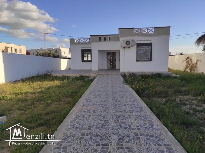 Maison meublée 06 pièces avec terrain titre bleu a vendre a Djerba Midoun