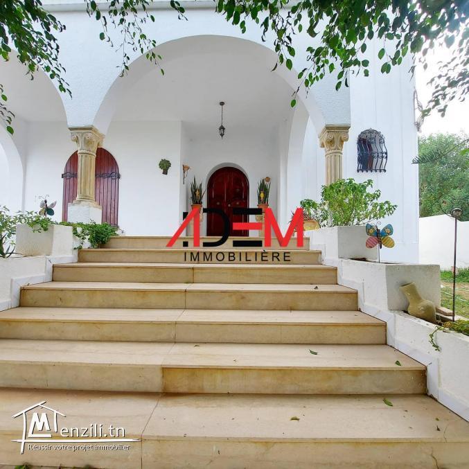 Une jolie villa avec jardin et garage
