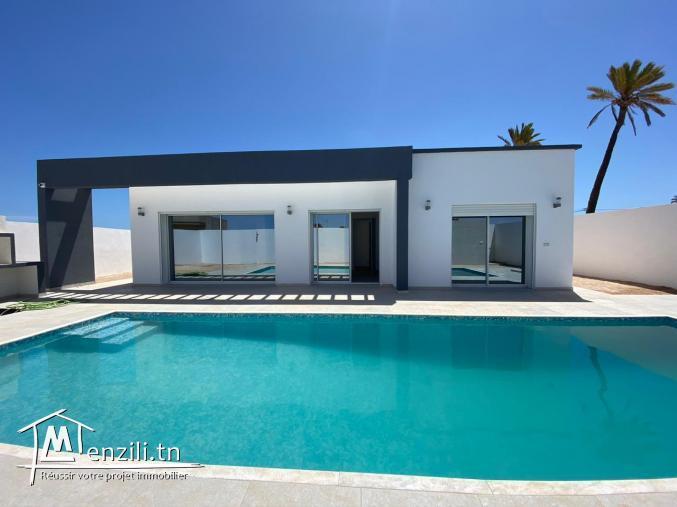 Maison plain pieds 05 pièces avec piscine titre bleu à vendre a Djerba Tunisie