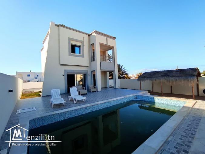 Maison contemporaine meublée 07 pièces avec piscine privée, plage à pieds