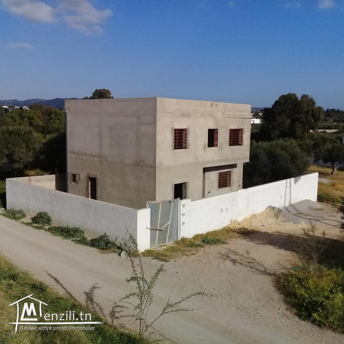 villa inachevée à vendre en S+3 sur un terrain de 270m² à Hammamet