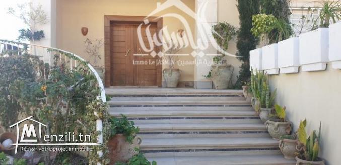 Luxueuse villa meublé à Khzéma