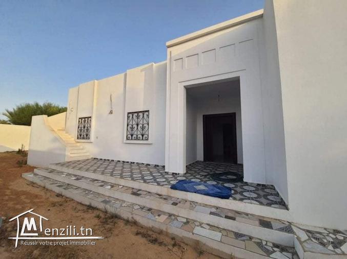 villa à louer à l'année VLA003