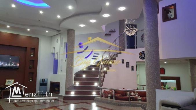 Splendide Villa de trois niveaux à vendre