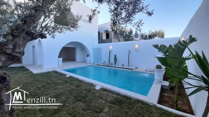 Villa à vendre en S+4 de style arabesque avec piscine à proximité de théâtre de Hammamet