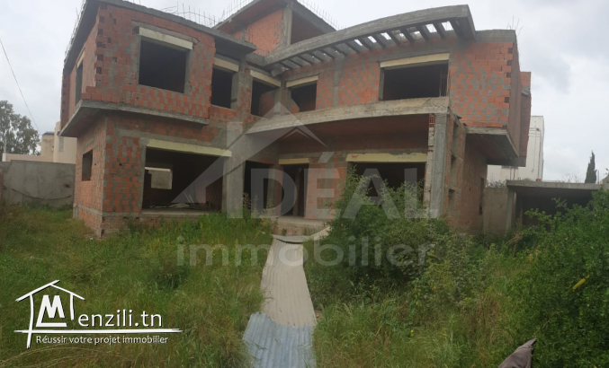 """Villa inachevée à Chotrana 3"