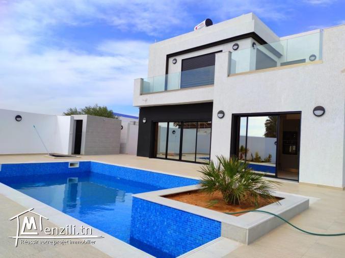 Maison ultra moderne avec piscine à vendre a Djerba