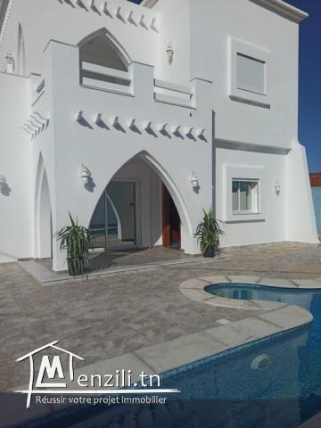 Villa GUITARA 06 pièces à 07 min de la plage à vendre sur Djerba