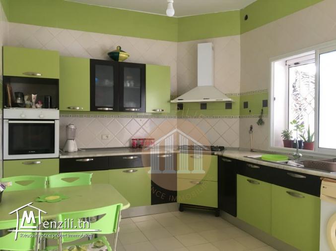 A Vendre une villa de 460m² sur un terrain de 296m² repartie sur 3 niveaux sis à El Mourouj 4
