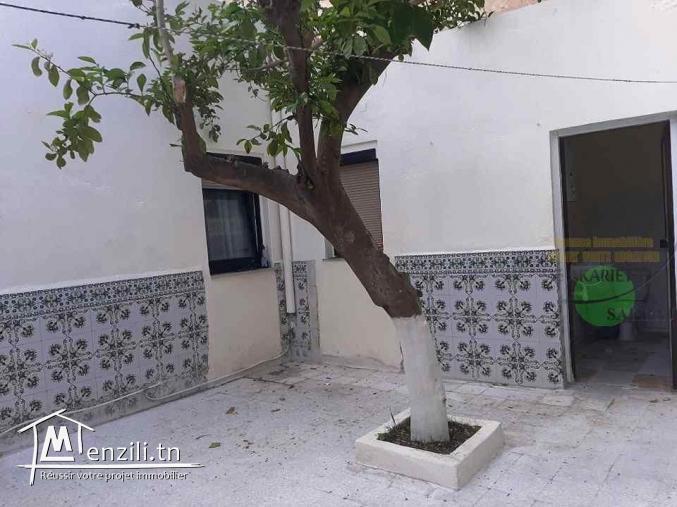 Maison s+2 avec petite jardin + local commeciel à Hammem Sousse