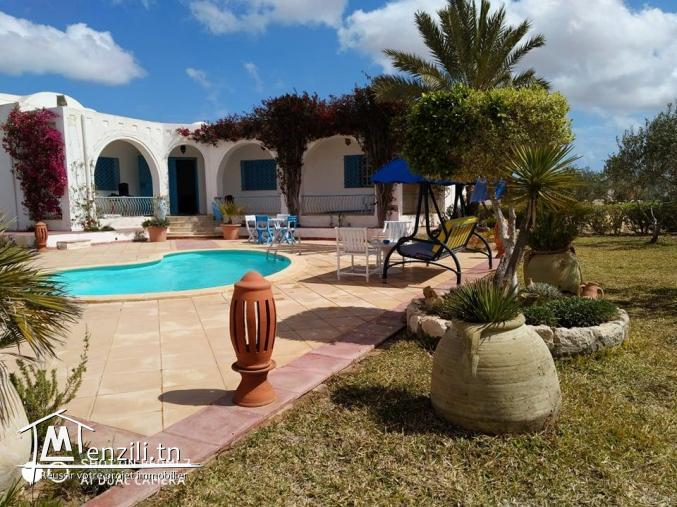 villa avec piscine L320