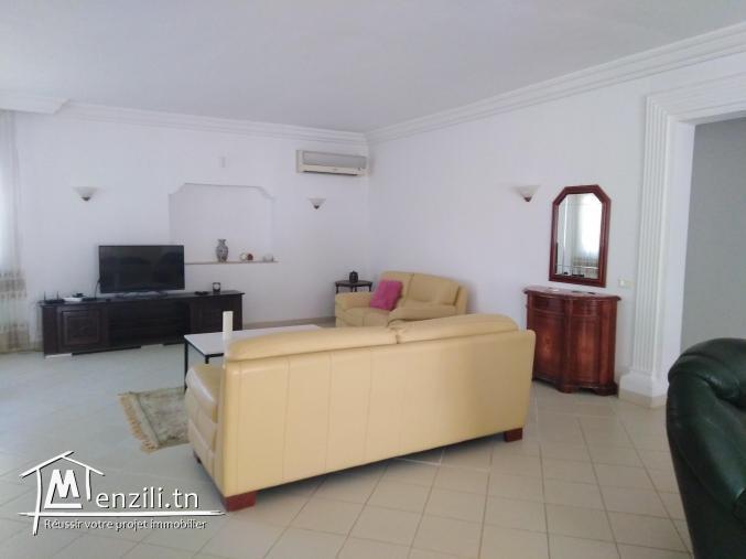 Villa à vendre située à cité el hidhab.