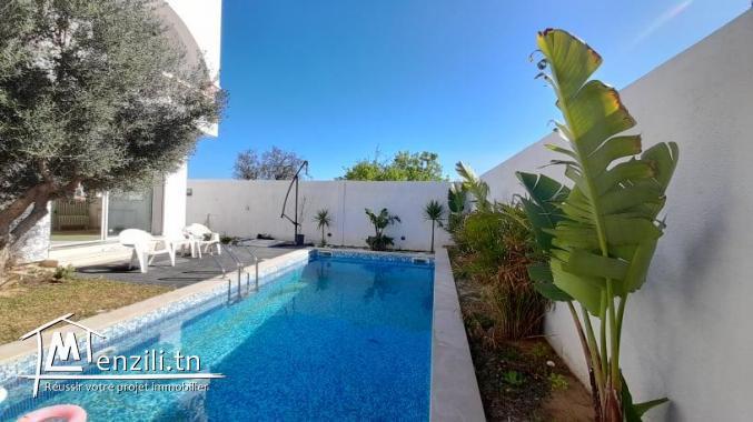 Villa à vendre en S+4 avec piscine sur un terrain de 300 m² à Kharouba Hammamet Nord
