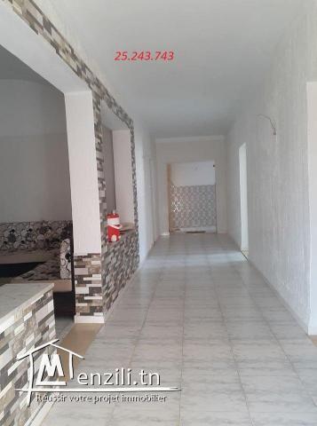 une maison S+3 a vendre bien placée et située dans un cartier calme a el haouaria( kidwa)