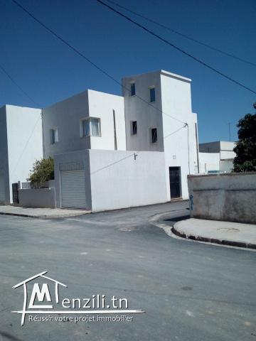 À vendre maison + 2 appartements + entrepôt à Medjez El Bab