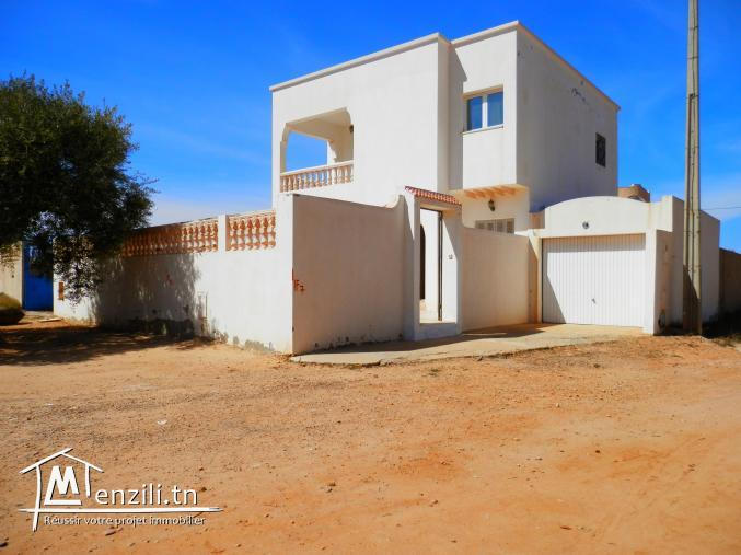 Belle villa avec garage à vendre proche la mer Midoun