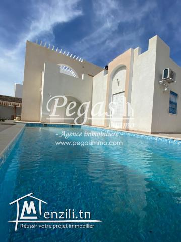 Une Villa Meublée S+4 Avec Piscine À Aghir Djerba A Louer