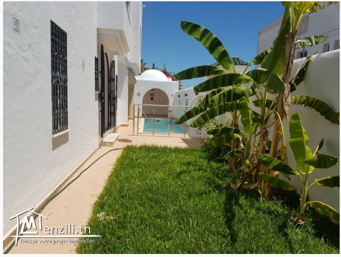 Villa avec piscine à coté théâtre