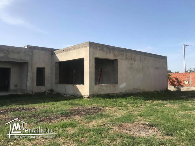 A vendre villa inachevée de 2000m² à la Soukra