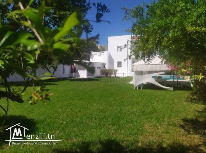 A Louer une villa s3 avec piscine et jardin à La Soukra