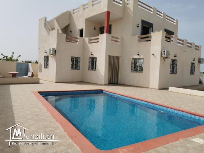 villa avec piscine L425