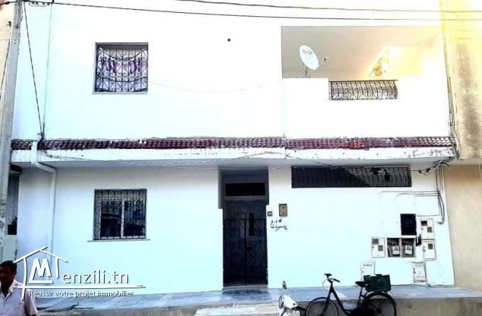 Maison compris 2 appartements s+2 à la Marsa