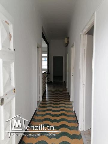 Appartement etage de villa a vendre s+3 a el omrane belvédère.
