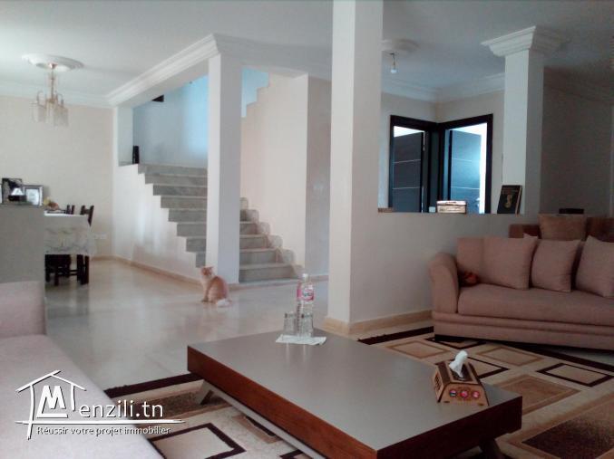Un lumineux duplex à vendre à Boumhel El Bassatine