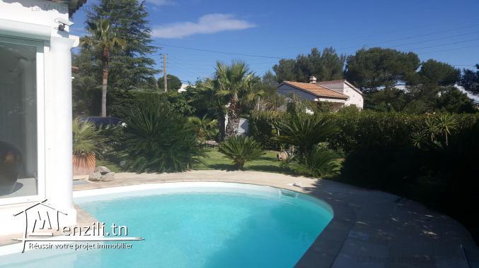 Une superbe villa de 1000m² avec piscine à Saint-Aygulf, France