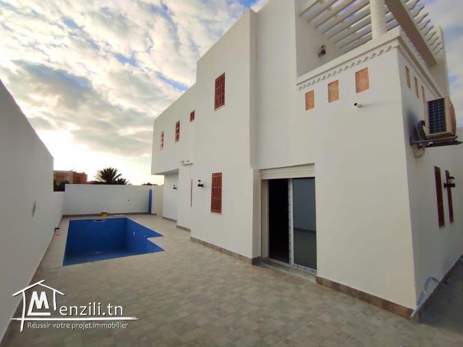 Maison 05 chambres à vendre à houmt souk Djerba