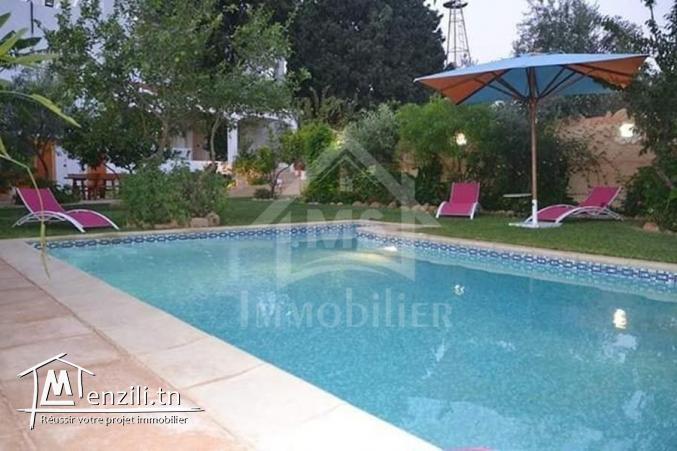 une Villa  S+3 avec piscine et un studio