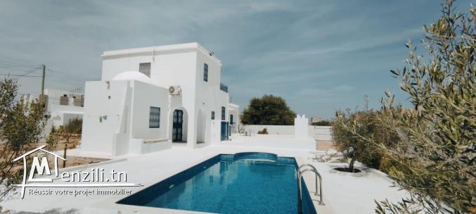Maison Zahra avec piscine, garage proche des commosités à 07min de la plage