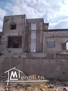 Maison inachevé sur terrain de 420 m²