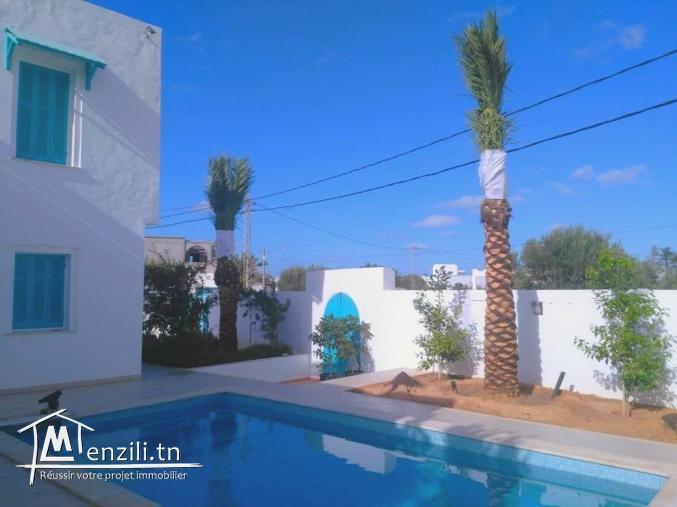 Maison djerbienne 03 chambres avec piscine titre bleu à vendre