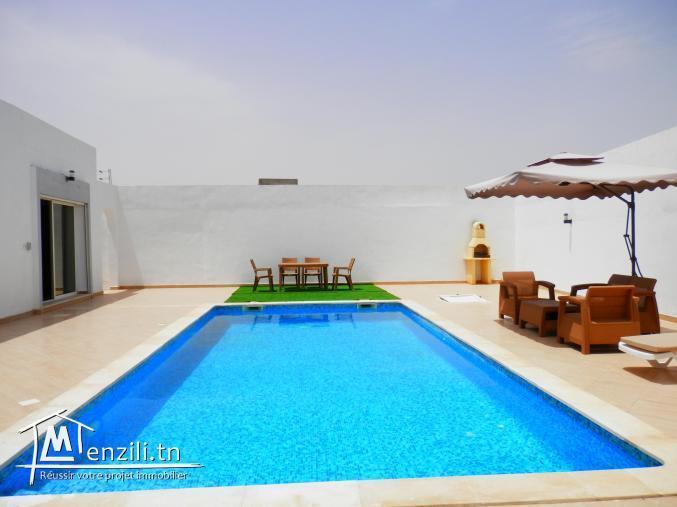 Spacieuse villa avec piscine privée à louer à Tezdaine Djerba