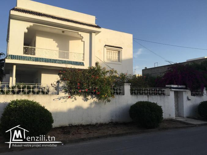 Un terrain avec deux villas (1040m²) Situé à Ariana Ville, à 10min près de l'aéroport.