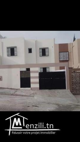 Duplex rénové à cité Essahafa libre immédiatement