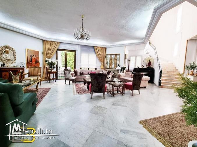 A vendre une villa haut standing s+4 à Cité Ennasr