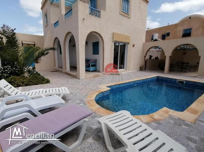 VILLA DE VACANCES avec piscine privée À HOUMT SOUK - RÉF L093